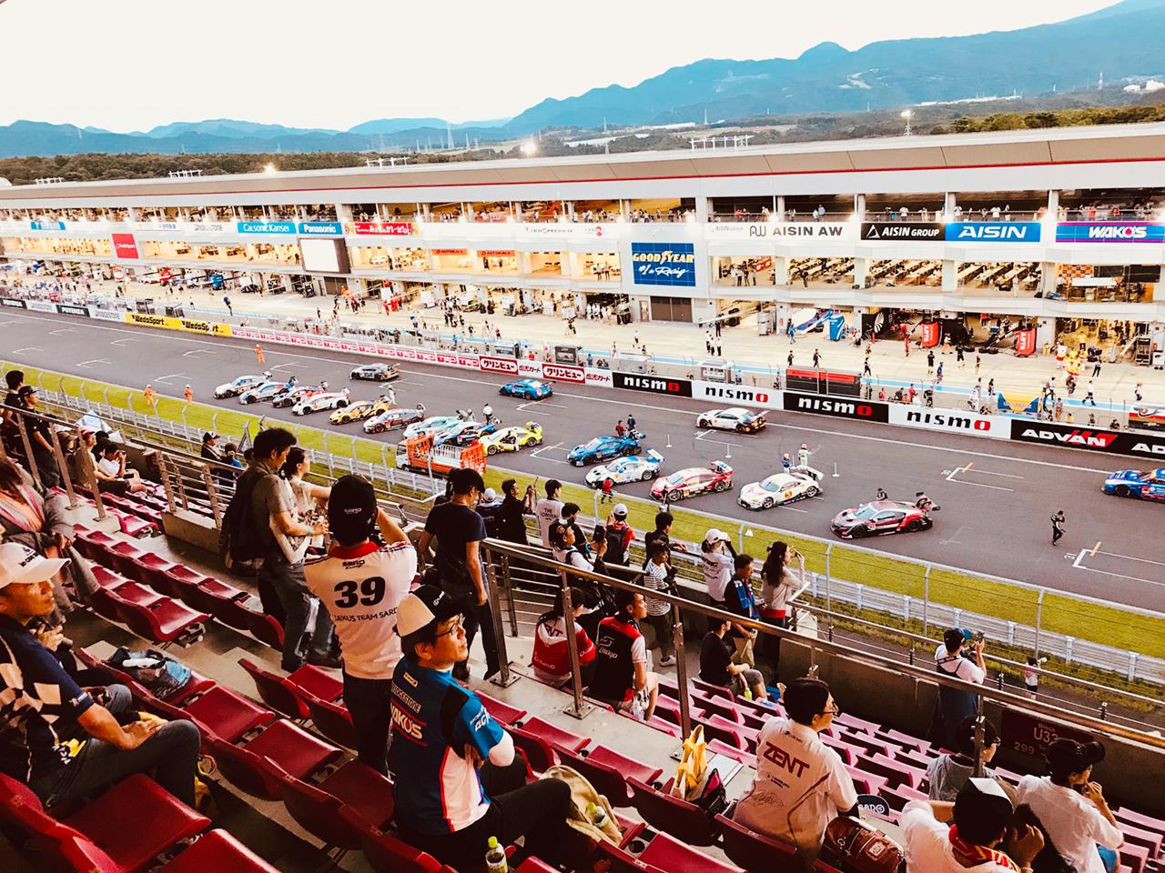 国内外の高性能GTカーが熱戦を繰り広げる。